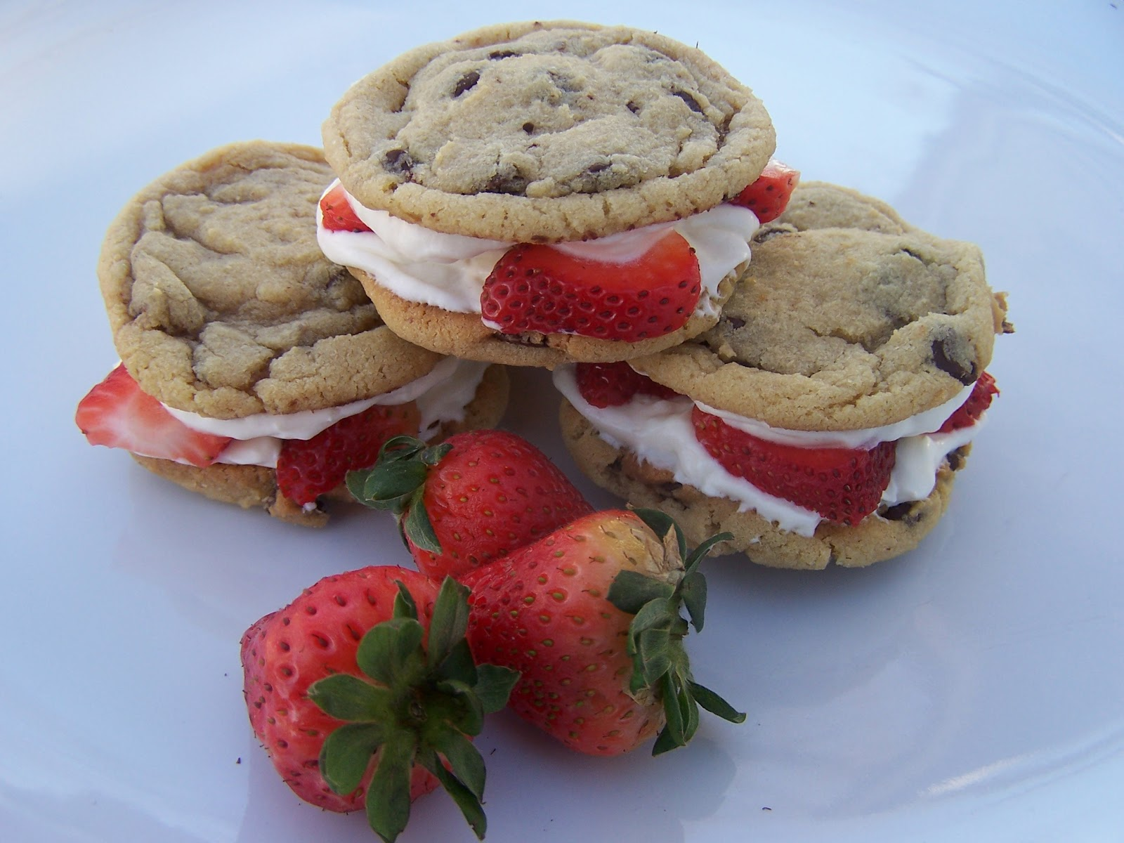 Mommy's Menu: Strawberry Cheesecake Sandwich Cookies