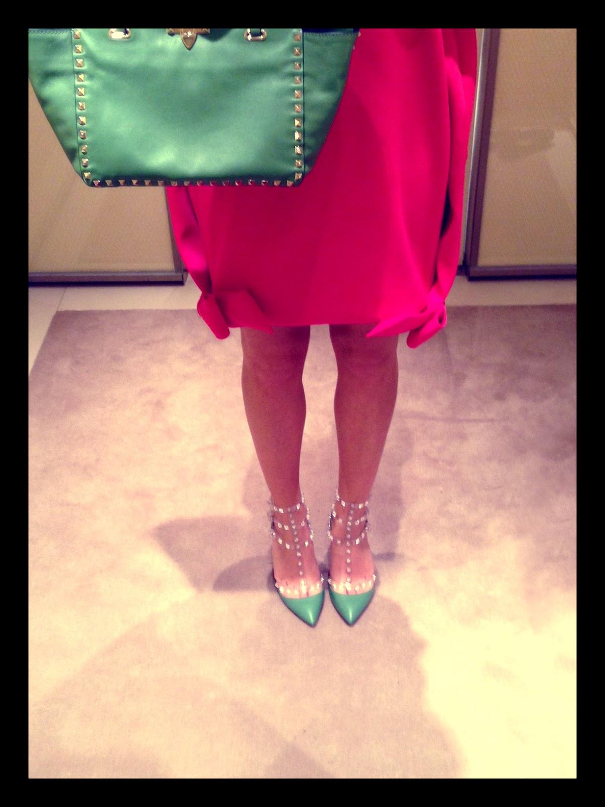 http://1.bp.blogspot.com/-QeMLcVXPqKE/UVusu8Ez6tI/AAAAAAAAF60/mYSj2RNEV14/s1600/studded+green+valentino+heels+2013.jpg