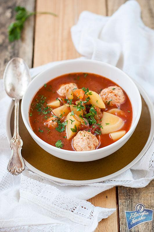 Zupa pomidorowa z pulpetami z kurczaka
