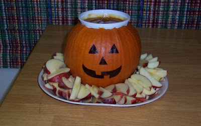 Pumpkin centerpiece with apples and caramel sauce 1