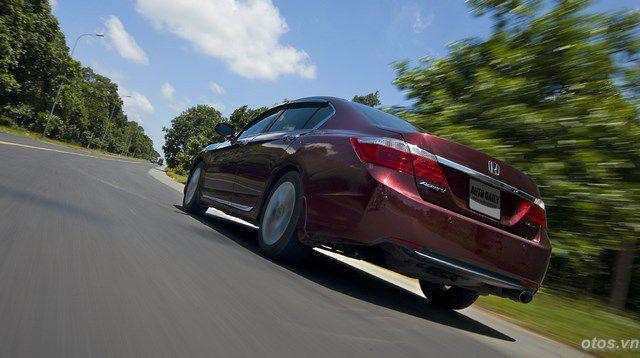 Cầm lái và trải nghiệm xe oto Honda Accord 2015