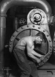 Lewis Wickes Hine-  obrero con su máquina a vapor 1920