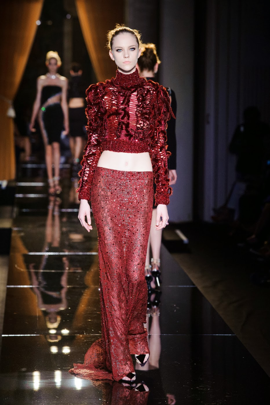 Dziana moda versace haute couture fall 2013 for Haute couture red
