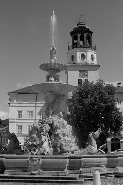 Hohenfels Volks: Vienna Fountain and Horse
