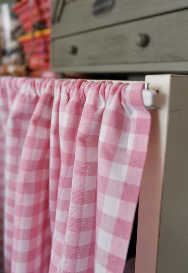 Lalole blog como hacer unas cortinas sin saber coser for Muebles de cocina con cortinas
