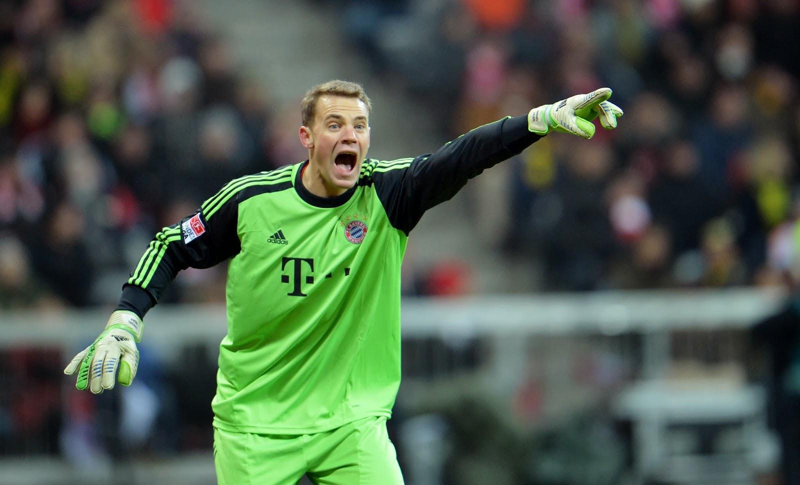 Manuel Neuer o 3° melhor goleiro do pro evolution soccer 2013.