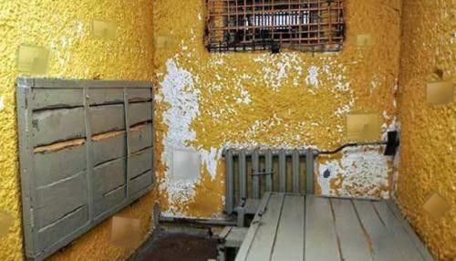 http://escapefan.com/play-micro-prison-escape/