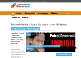 Jubir HTI : Pemblokiran 19 Islam Online, Bukti Pemerintah Tak Cerdik Mengurai Masalah - Sebanyak 19 situs Islam online diblokir pemerintah. Pemblokiran situs islam itu pun banyak menuai protes dari umat islam, tak terkecuali Hizbut Tahrir Indonesia (HTI).  Dalam situs resminya www.hizbut-tahrir.or.id, Juru Bicara HTI, Ustadz Ismail Yusanto menilai pemblokiran salah satu organisasi keagamaan yang berkembang di Indonesia, merupakan bentuk ketidakmampuan pemerintah dalam mengurai masalah secara cerdik. Pemerintah seharusnya mengedepankan dialog sebelum memblokir situs yang dituding sebagai penyebar ajaran radikal tersebut.