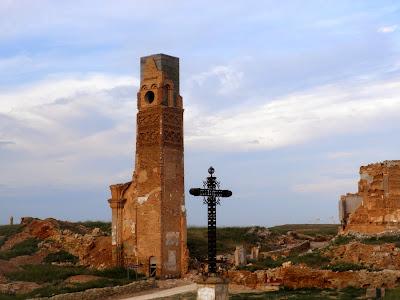 Iglesia y cementerio de Belchite Viejo