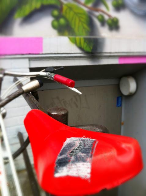Roter Fahrradsattel Hamburg