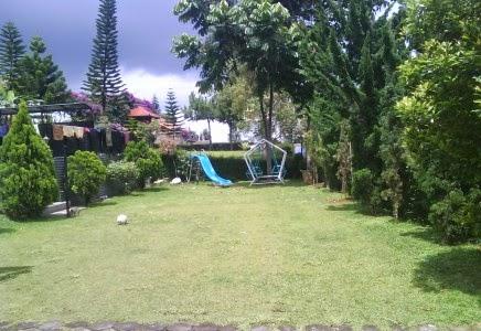 Halaman Villa dan tempat bermain anak