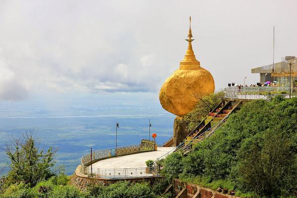 Kyaiktiyo pagoda golden rock - Myanmar