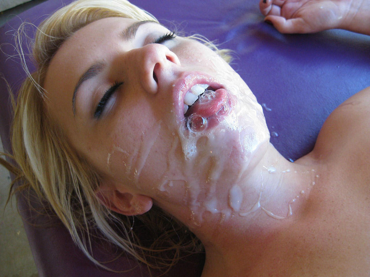 Сперма на красивом лице онлайн, камшоты: подборка и нарезка как кончают в рот, на 3 фотография