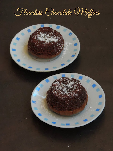 Flourless chocolate muffins with banana
