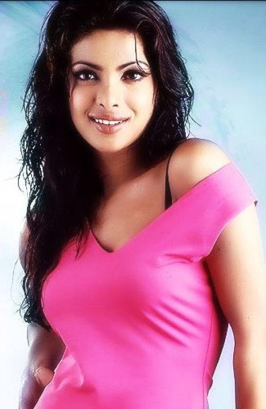 Hot Photos in Indian Actresses: Priyanka chopra hot boobs show