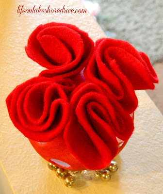 alt=&quot;Life on Lakeshore Drive DIY Valentine's Felt Roses Topiary using wiffle tutorial&quot;