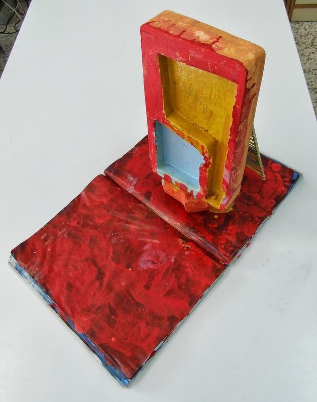 Monolithe avec échelle