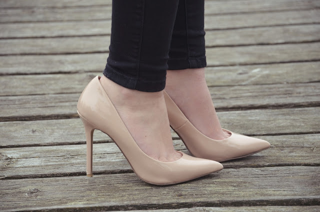 outfit nude heels