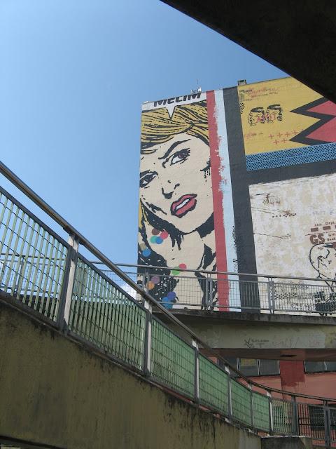 mural que Daniel Melim pintou perto da estação da Luz, com 33 metros de altura. Forte influência da Pop Art na região.