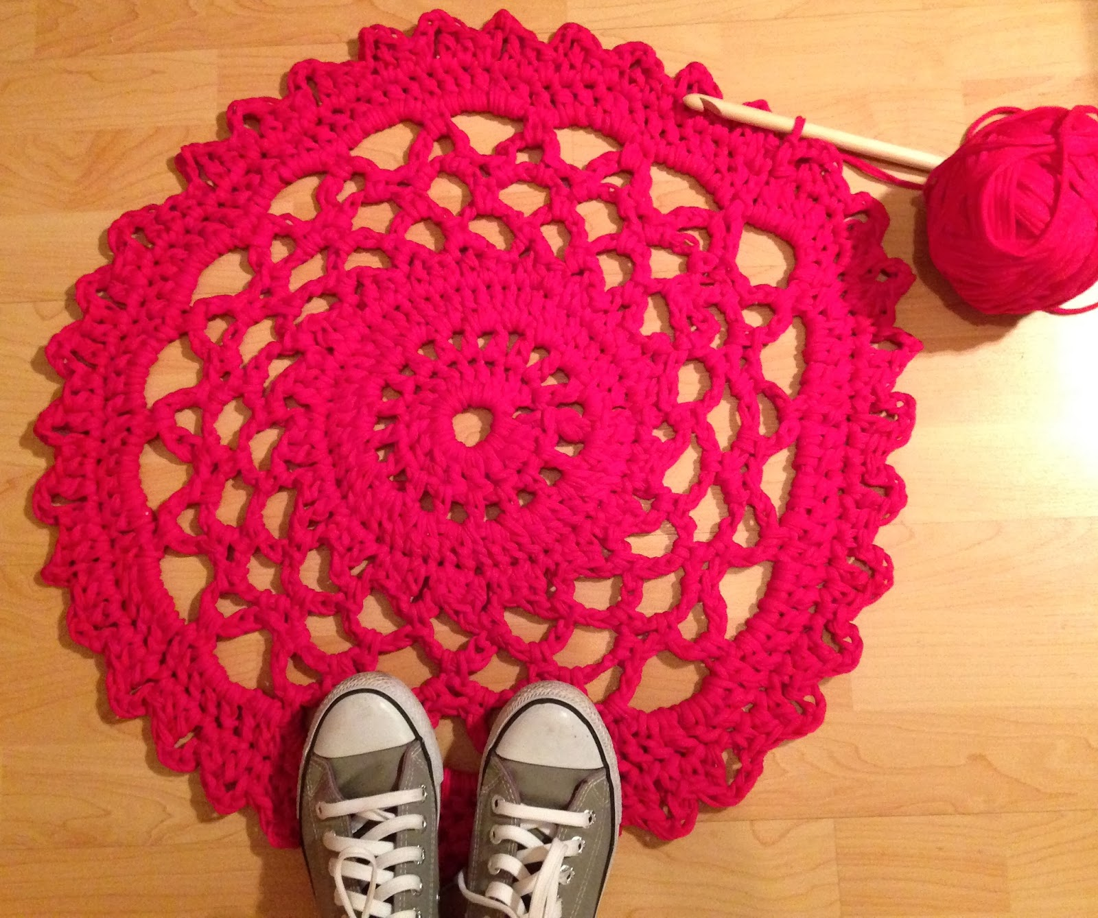 My heart dreaming...: My very first doily rug...