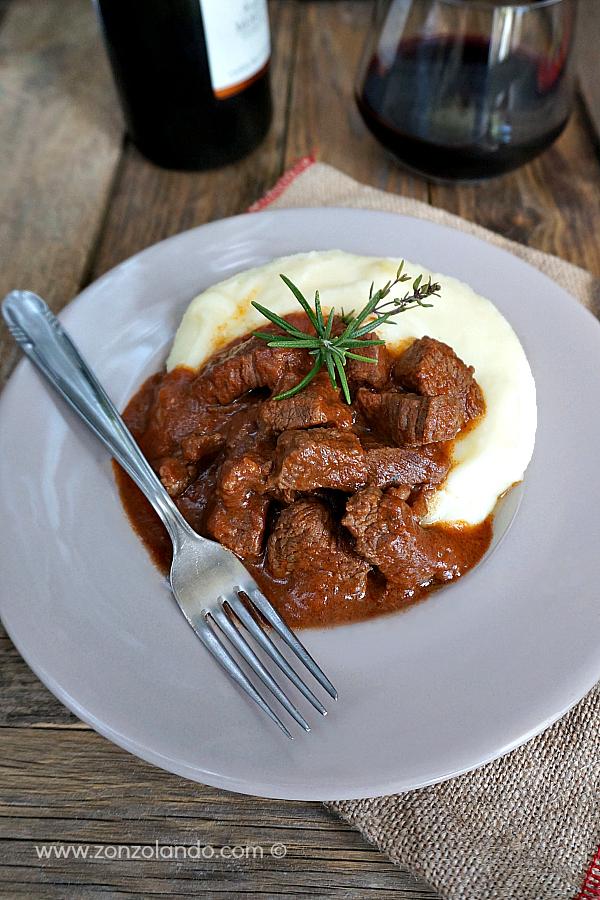 Spezzatino al sugo di pomodoro ricetta secondo buona saporita beef stew with tomato sauce recipe