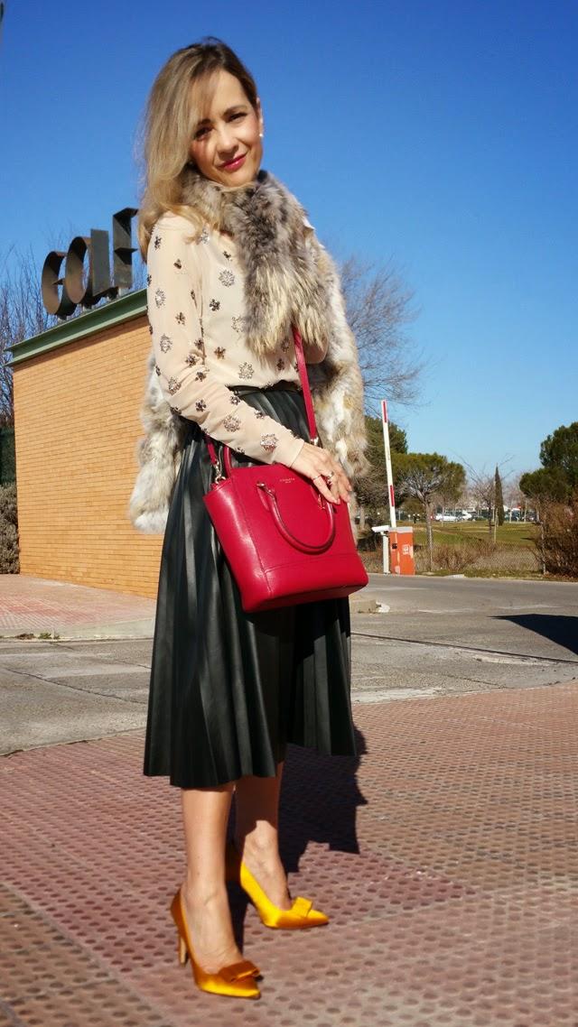 Como vestir para ir a un desfile. Falda cuero plisada Zara