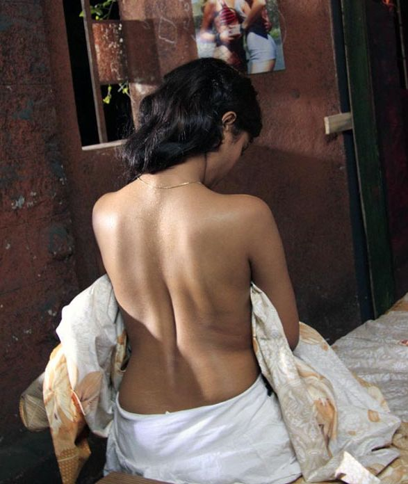 kamapisachi actress without clothes