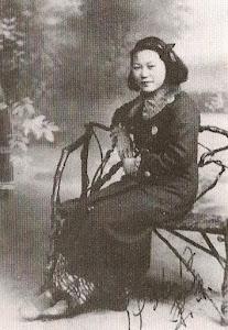 少女时代在日本东京留学的母亲。1936年12月于东京。母亲15岁。