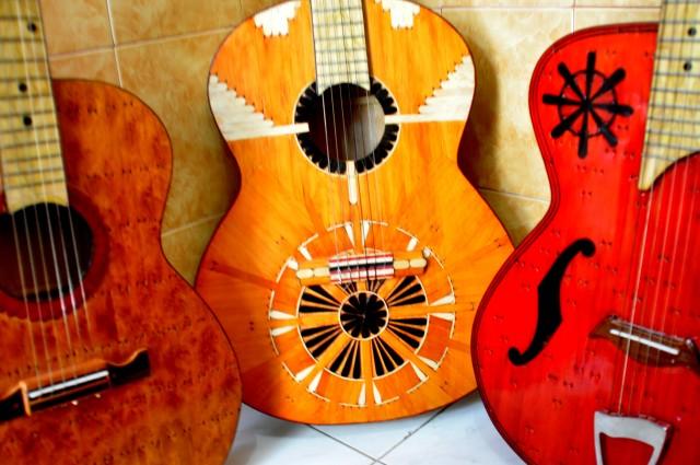 Gitar unik Terbuat dari Stik Es Krim ini Bikin Harum Nama Indonesia