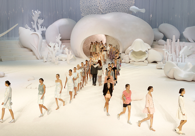 Zaha Hadid Nyc >> NewsGallery: ZAHA HADID DESIGNS A CHANEL UNDERWATER-WORLD-RUNWAY