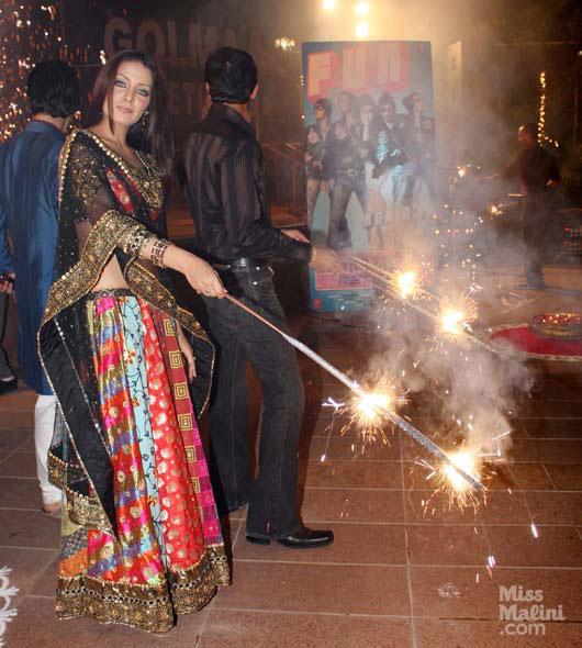 Bollywood stars celebrating Diwali Images ,stars celebrating Diwali pics,stars celebrating Diwali photos,stars celebrating Diwali wallpaper