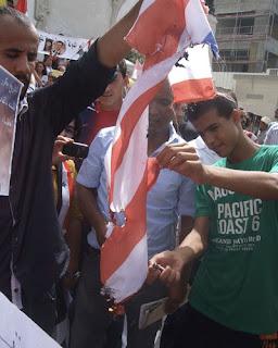 Le drapeau états-unien brûlé: c'est désormais une scène ordinaire à Tunis