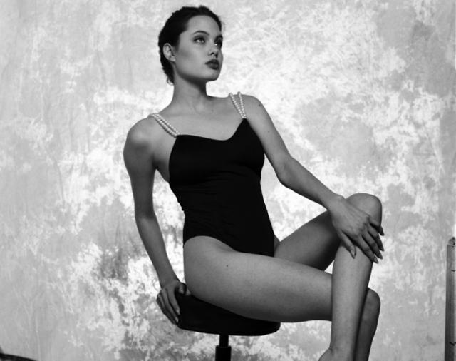 Se filtraron fotos de Angelina Jolie adolescente en ropa  - imagenes de angelina jolie en ropa interior