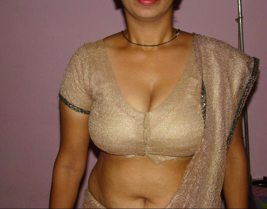 Indian aunty in blouse boobs