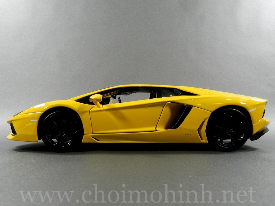 Lamborghini Aventador 1:18 bBurago Yellow side