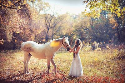 Hermosa mujer con su caballo - Horse and girl