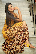 Actress Shalini latest glam pics-thumbnail-4