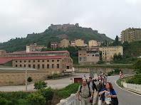 El conjunt industrial La Costa i el Castell de Cardona des del Pont de Sant Joan