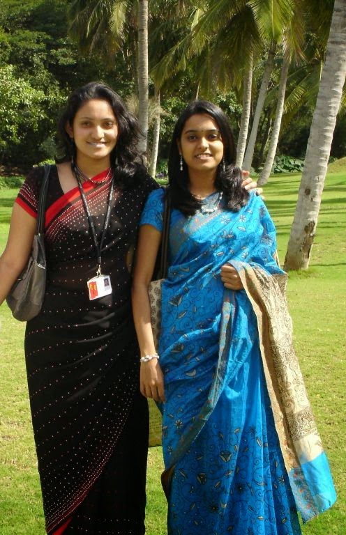 Local Indian College Girls In Saree Hot Styles Photos