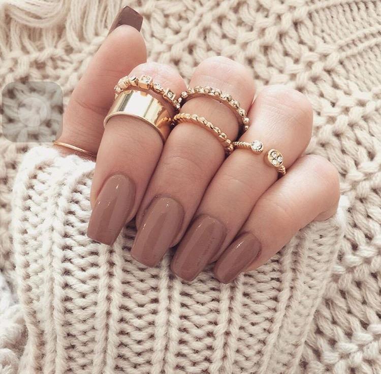 Aquí abajo les compartiré algunas fotos con diferentes colores y formas de uñas que ustedes pueden intentar y personalizar a su gusto!