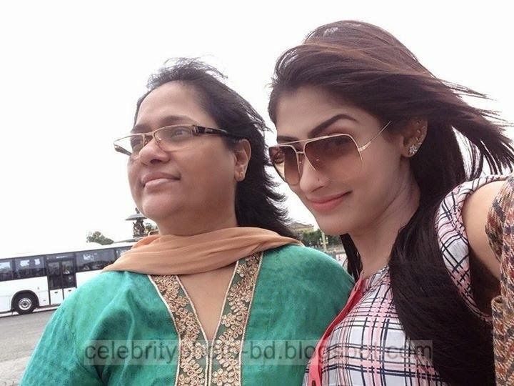 Beautiful+Actress+And+Model+Mehjabin+Chowdhury+Latest+Photos+In+Paris+In+Western+Dress004