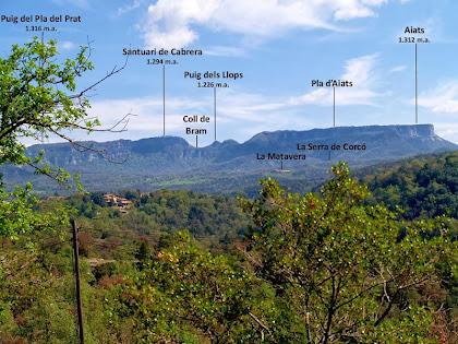 La Serra de Cabrera vista des de la capella del Pedró