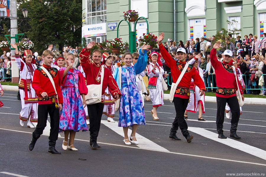 Тысячелетие единения мордвы с Россией. Театрализованное шествие *Все мы Россия*