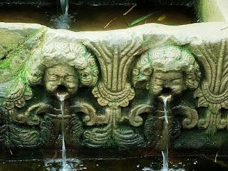 Fonte Missioneira, em São Miguel das Missões - água verte da boca de anjos.