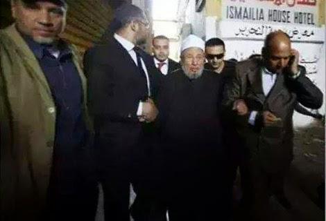 Gambar Yusuf Qardhawi Ditahan Interpol?!