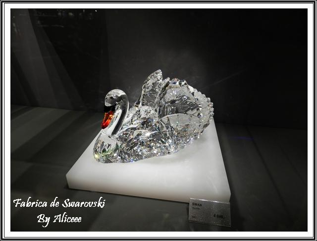 lebada-muzeu-austria-bijuterii-swarovski