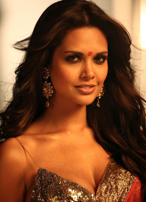 jannat 2 esha gupta spixy in saree hot images