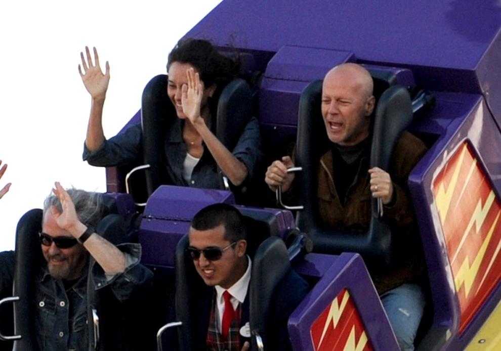 Bruce Willis Tambi N Se Divierte Como Ni O Parejas