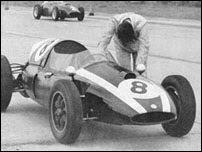 Temporada 1959 da Fórmula 1 Jack Brabham empurra carro