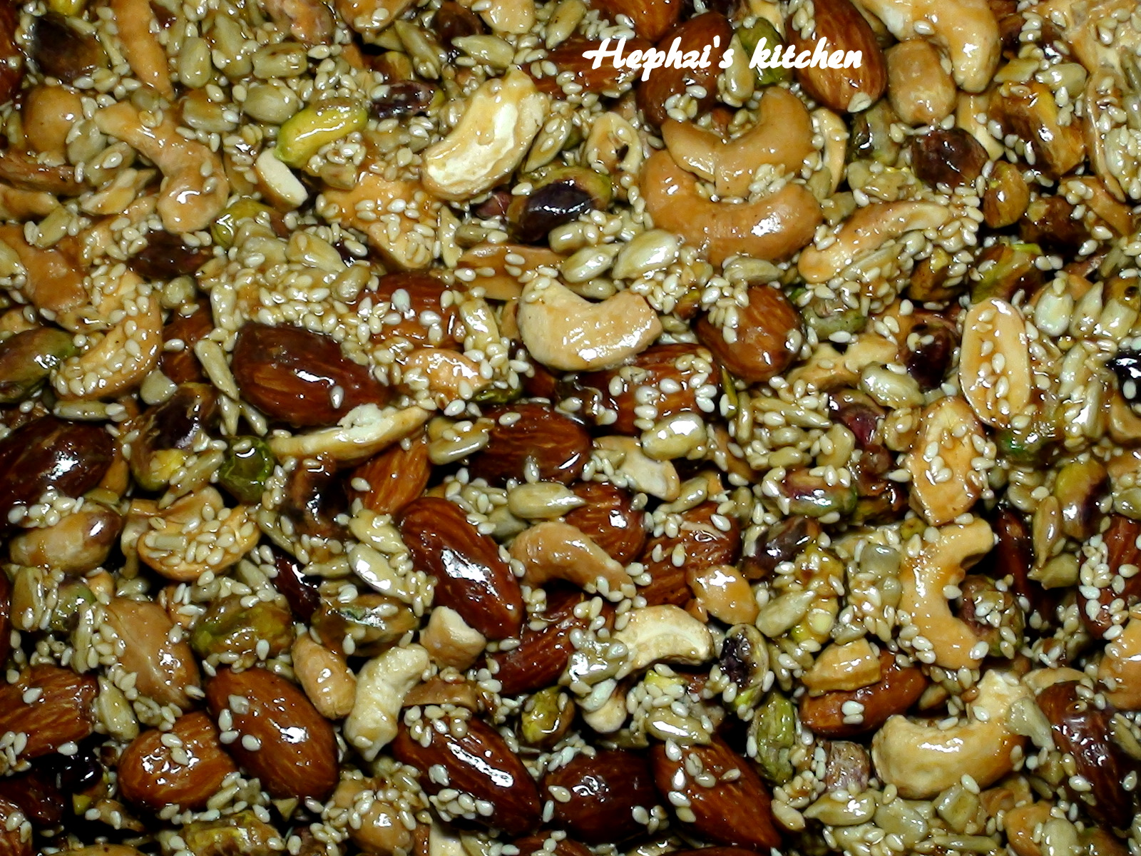 From my kitchen....: Mixed nuts Brittle - Nuts candy